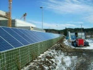 Ökologische Schallschutzwand kombiniert mit Photovoltaik