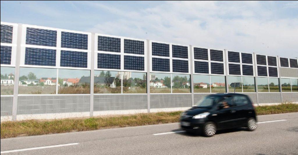 Schallschutzwand mit Photovoltaik